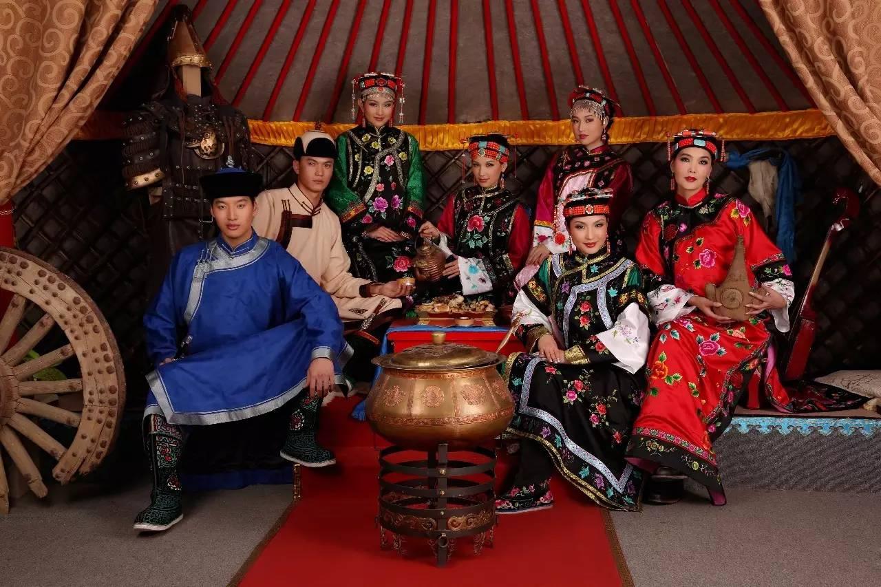 内蒙古蒙古族28部落的108套标准服饰和34组头饰
