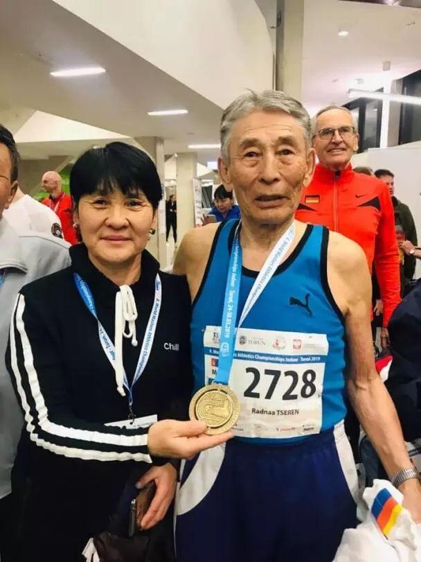 【今日头条】厉害了!85岁蒙古老人400米夺冠 刷新了世界纪录! 第2张