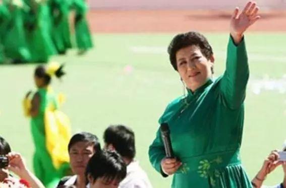 【今日头条】72岁的德德玛近照曝光!两朵金花能歌善舞 成了人生赢家~ 第5张