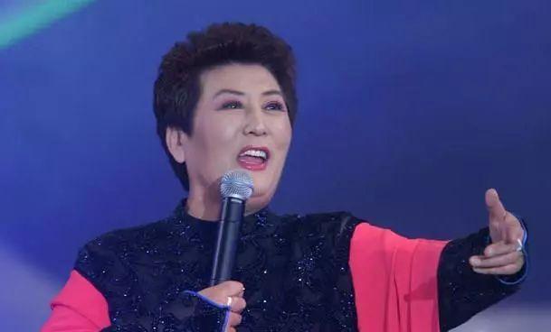 【今日头条】72岁的德德玛近照曝光!两朵金花能歌善舞 成了人生赢家~ 第8张