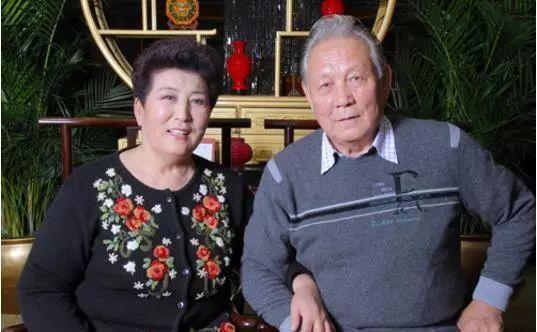 【今日头条】72岁的德德玛近照曝光!两朵金花能歌善舞 成了人生赢家~ 第7张