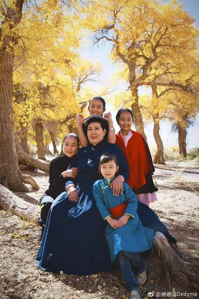 【今日头条】72岁的德德玛近照曝光!两朵金花能歌善舞 成了人生赢家~ 第12张