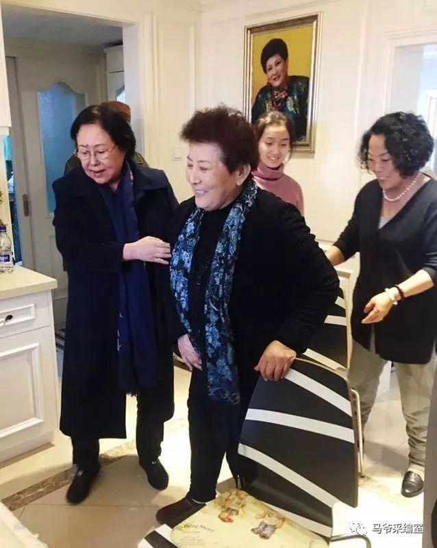 【今日头条】72岁的德德玛近照曝光!两朵金花能歌善舞 成了人生赢家~ 第36张