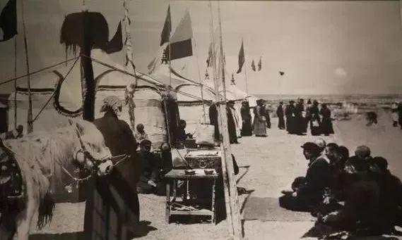 1939年中共领导人在延安祭奠圣祖成吉思汗 第1张