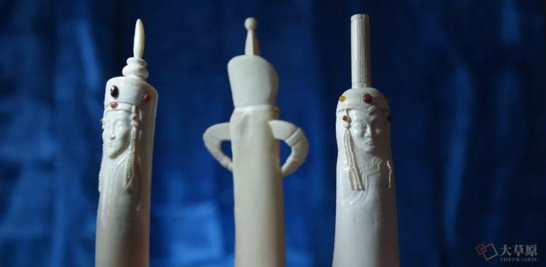 他用一把吃肉的蒙古小刀,为三千年的胡杨木赋予新生命 第14张