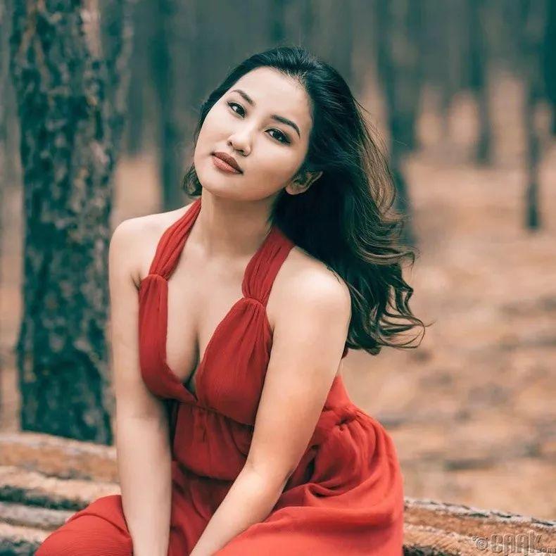 【蒙古佳丽】蒙古美女最新图集 气质非凡 太养眼了! 第2张