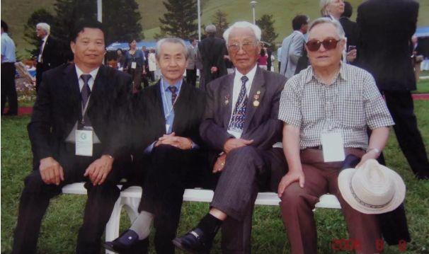 【今日头条】培养11名硕士研究生 8名博士研究生的蒙古族教授 第4张