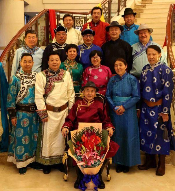 【今日头条】培养11名硕士研究生 8名博士研究生的蒙古族教授 第6张