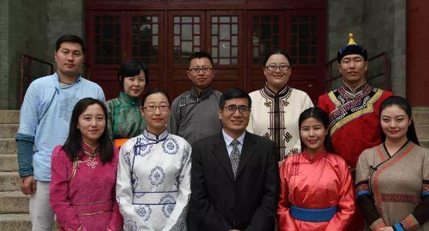 【今日头条】培养11名硕士研究生 8名博士研究生的蒙古族教授 第16张