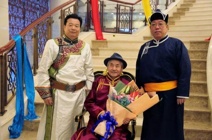 【今日头条】培养11名硕士研究生 8名博士研究生的蒙古族教授 第23张