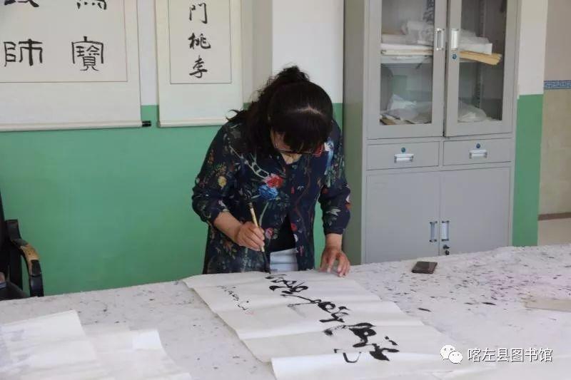 喀喇沁蒙古文书法培训基地举办 蒙古文书法进校园活动 第7张