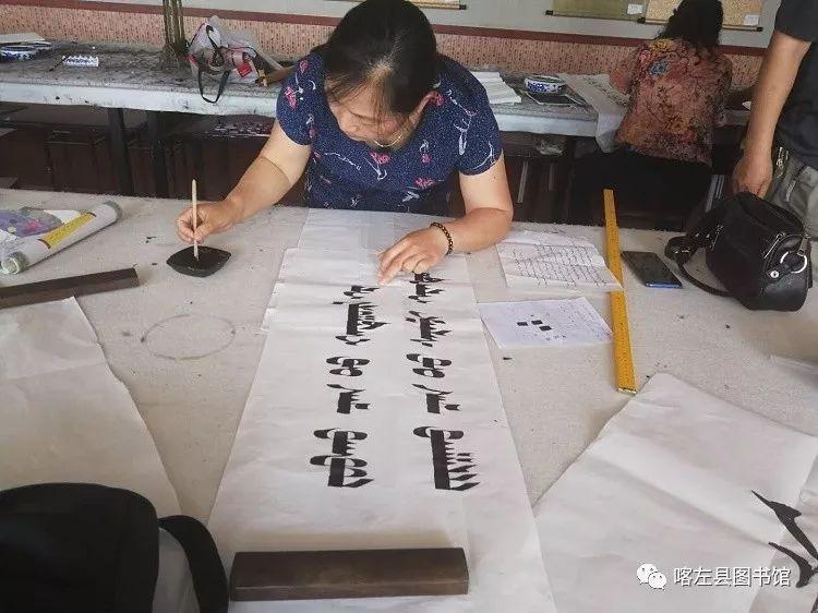 喀喇沁蒙古文书法培训基地举办 蒙古文书法进校园活动 第10张
