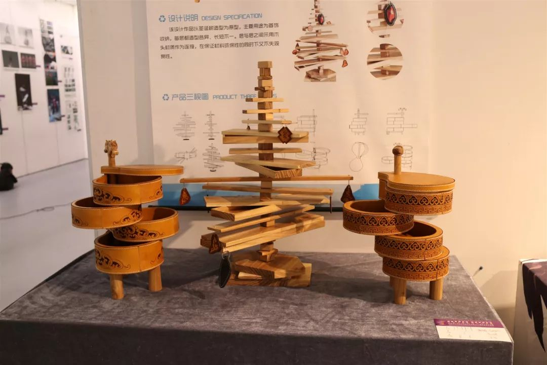 内蒙古大学创业学院与蒙古国高校联合举办设计艺术展 第7张