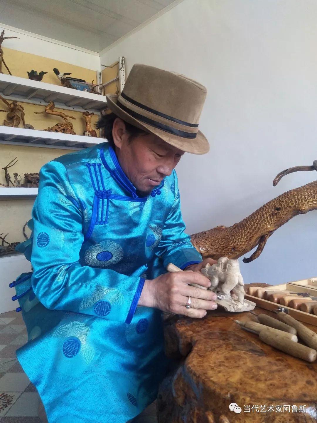锡林郭勒草原民间艺人阿拉腾敖都的根雕艺术作品欣赏 第1张
