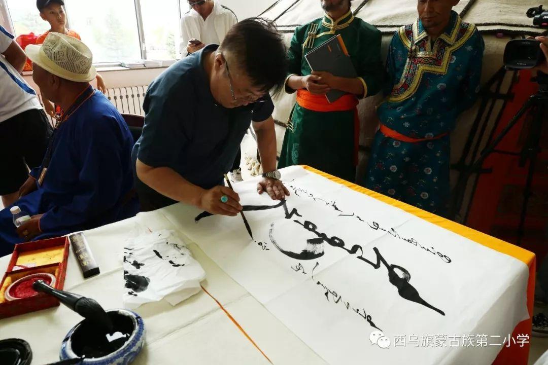 【乌珠穆沁】— 宝音陶格陶个人蒙古文书法展圆满结束 第17张