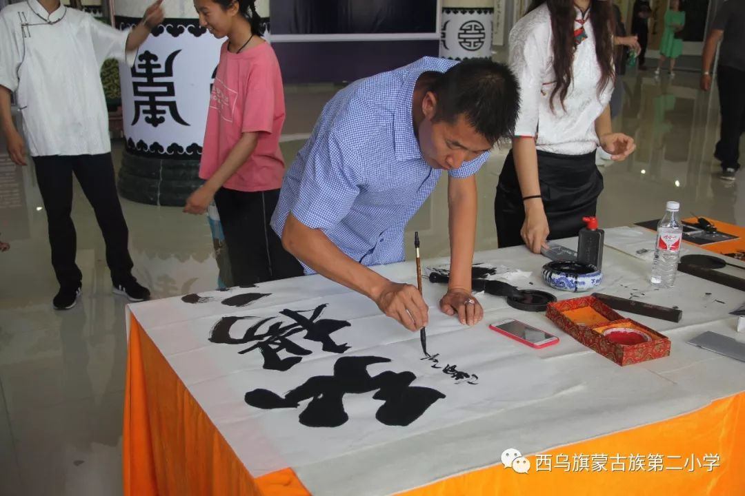 【乌珠穆沁】— 宝音陶格陶个人蒙古文书法展圆满结束 第26张