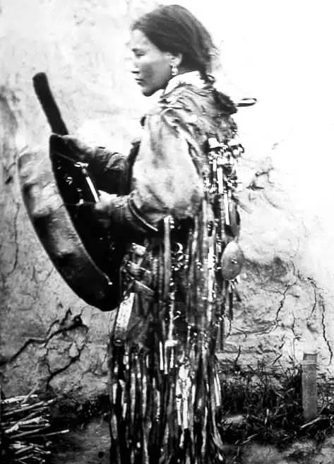 有关蒙古萨满 Boo的珍贵图像,实属罕见 第12张