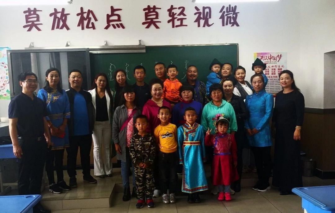 【蒙古文化】虽然只有四个学生 但他们仍然坚持蒙古语授课... 第4张