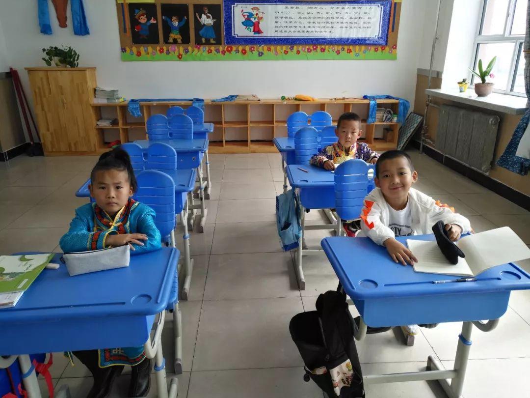【蒙古文化】虽然只有四个学生 但他们仍然坚持蒙古语授课... 第6张