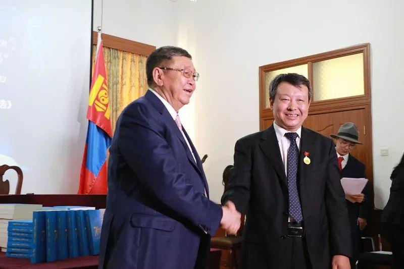 《70位作家70篇小说》蒙古文版和《蒙古国诗选》中文版图书首发仪式在京举行 第11张