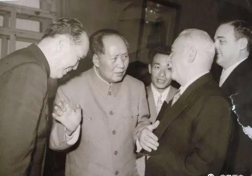 """乌兰夫:""""蒙古人的大汗"""",唯一打开过成吉思汗棺木的人 第4张"""