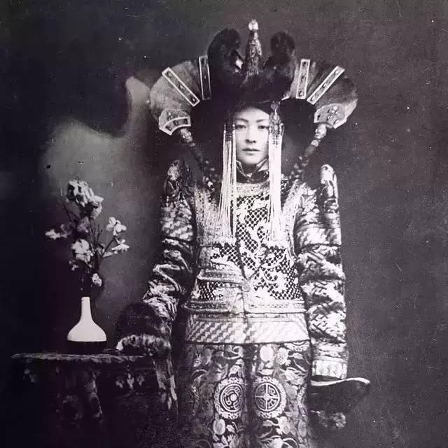 100年前的蒙古贵族老照片 第1张