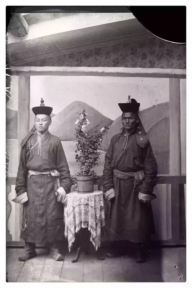 100年前的蒙古贵族老照片 第7张