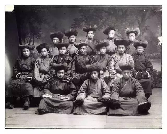 100年前的蒙古贵族老照片 第13张