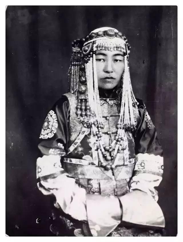 100年前的蒙古贵族老照片 第21张