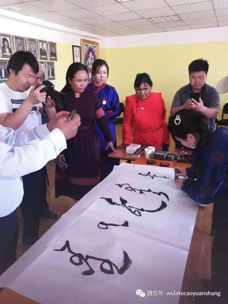 中蒙书法交流在蒙古国南戈壁省进行 第3张