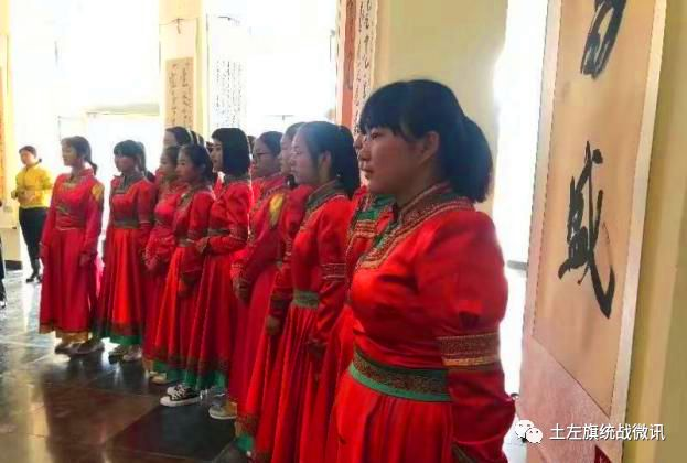 """""""礼赞新中国·奋进新时代""""土默特左旗蒙古文书法展在旗博物馆举行 第7张"""
