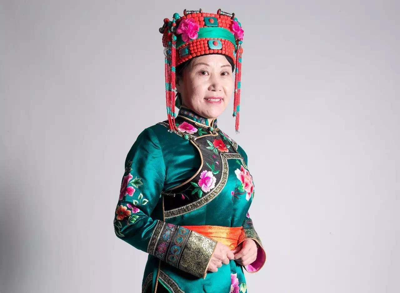 蒙古族刺绣非遗传承人——万花 第2张