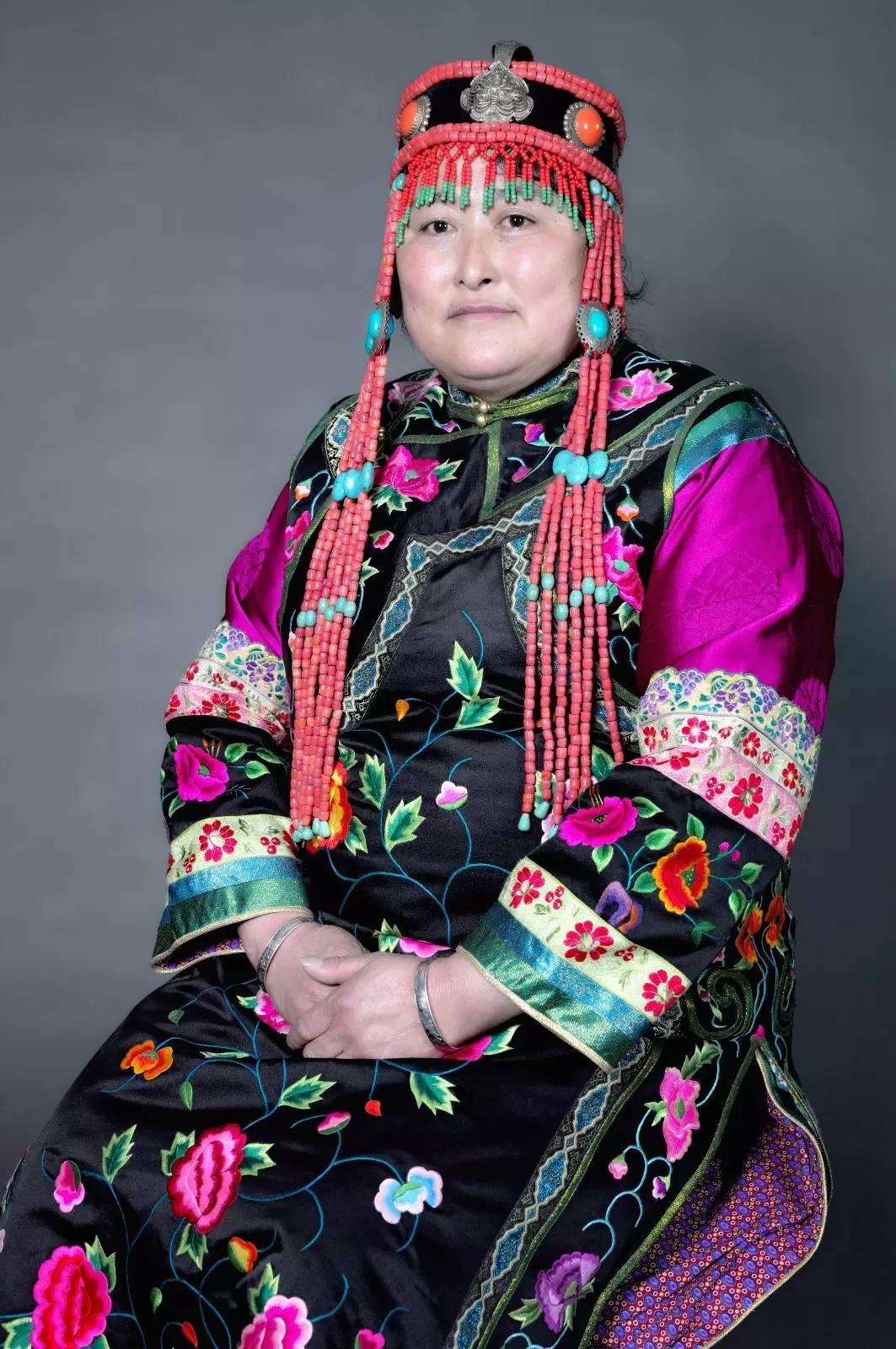 蒙古族刺绣非遗传承人——萨义玛 第1张
