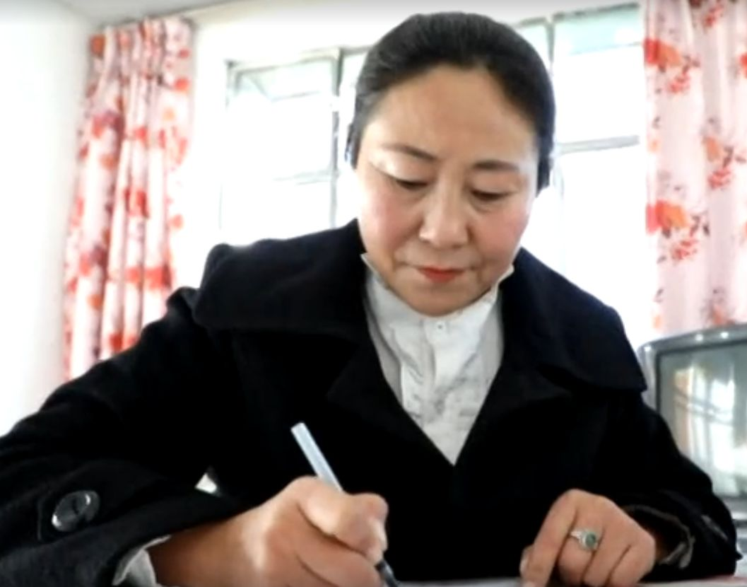 她用五年完成了刺绣版《蒙古秘史》,自治区主席都接见了︱蒙古家乡 第5张 她用五年完成了刺绣版《蒙古秘史》,自治区主席都接见了︱蒙古家乡 蒙古工艺
