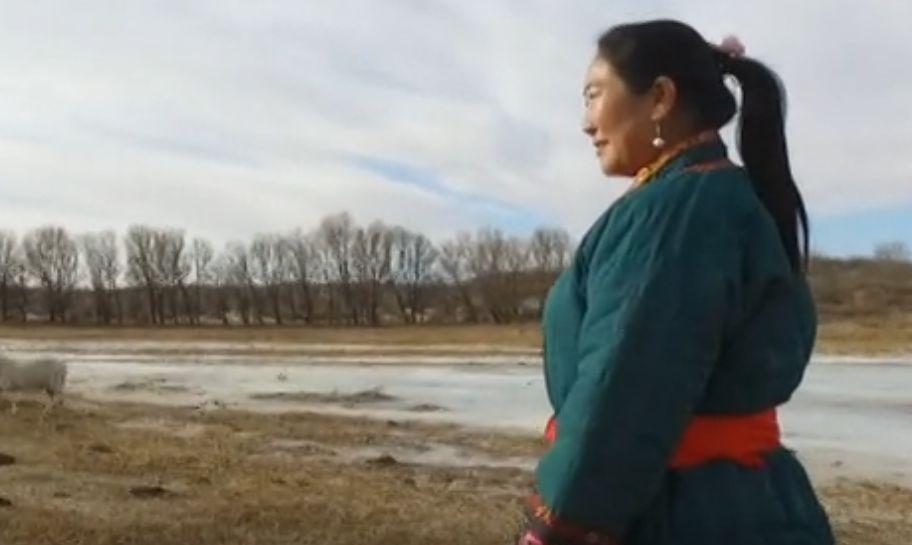 她用五年完成了刺绣版《蒙古秘史》,自治区主席都接见了︱蒙古家乡 第6张 她用五年完成了刺绣版《蒙古秘史》,自治区主席都接见了︱蒙古家乡 蒙古工艺