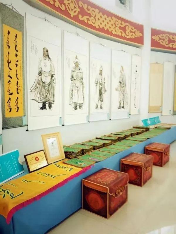 她用五年完成了刺绣版《蒙古秘史》,自治区主席都接见了︱蒙古家乡 第13张 她用五年完成了刺绣版《蒙古秘史》,自治区主席都接见了︱蒙古家乡 蒙古工艺