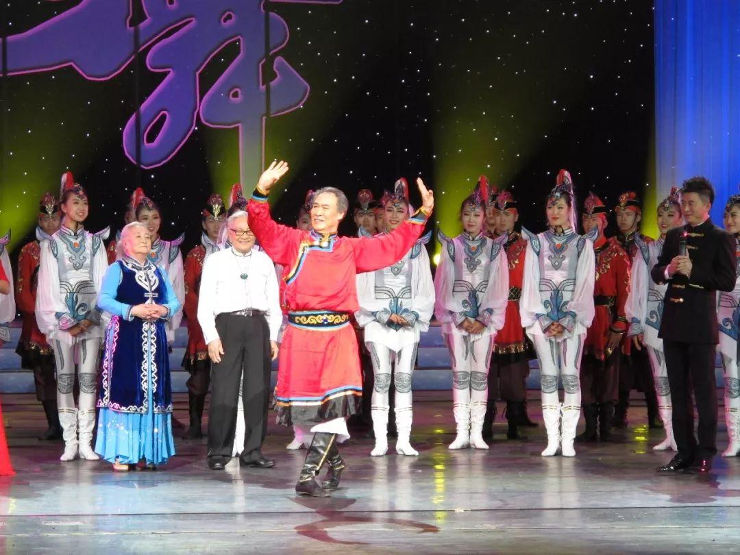 内蒙古舞蹈名家系列之——查干朝鲁 第17张 内蒙古舞蹈名家系列之——查干朝鲁 蒙古文化