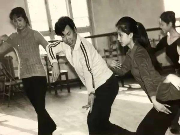 内蒙古舞蹈名家系列之——查干朝鲁 第19张 内蒙古舞蹈名家系列之——查干朝鲁 蒙古文化