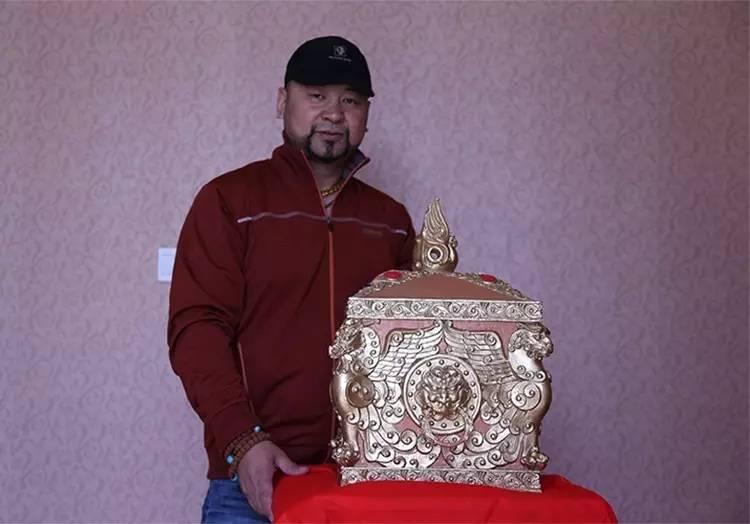 🔴 内蒙古著名雕塑家铁木先生及作品