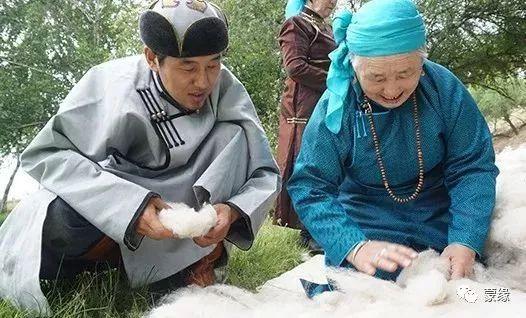 即将消失的蒙古族传统手艺——擀毡子 第1张