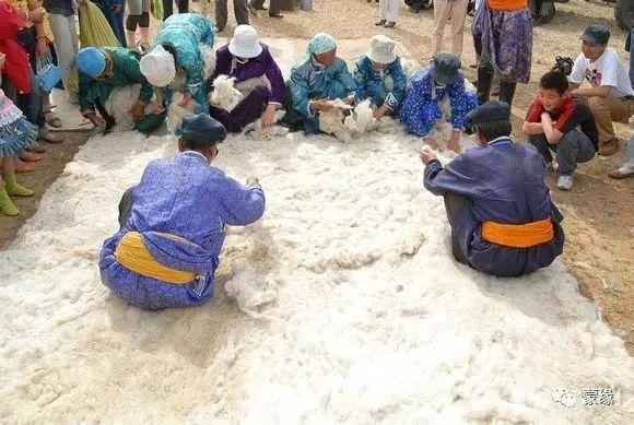 即将消失的蒙古族传统手艺——擀毡子 第3张