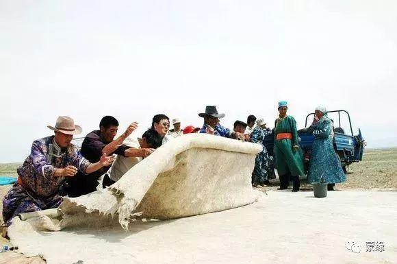 即将消失的蒙古族传统手艺——擀毡子 第7张