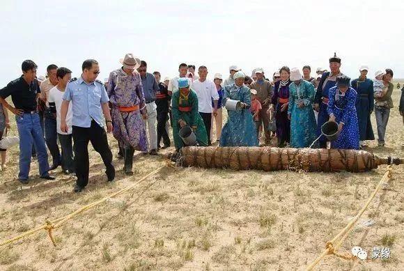 即将消失的蒙古族传统手艺——擀毡子 第8张