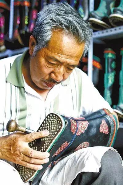 非遗丨蒙古族皮靴制作:传不下去的手艺 第2张