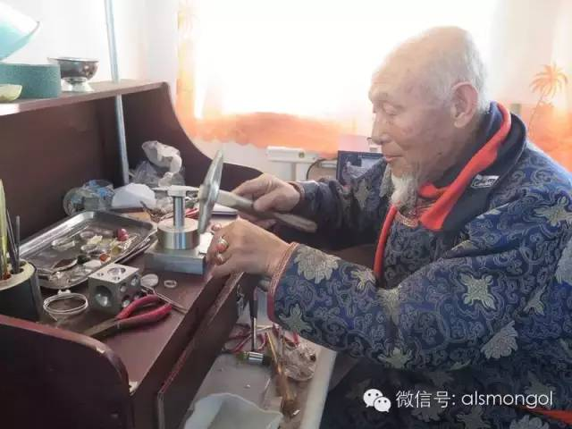 【蒙古文】老银匠贡布苏荣的祖传手艺