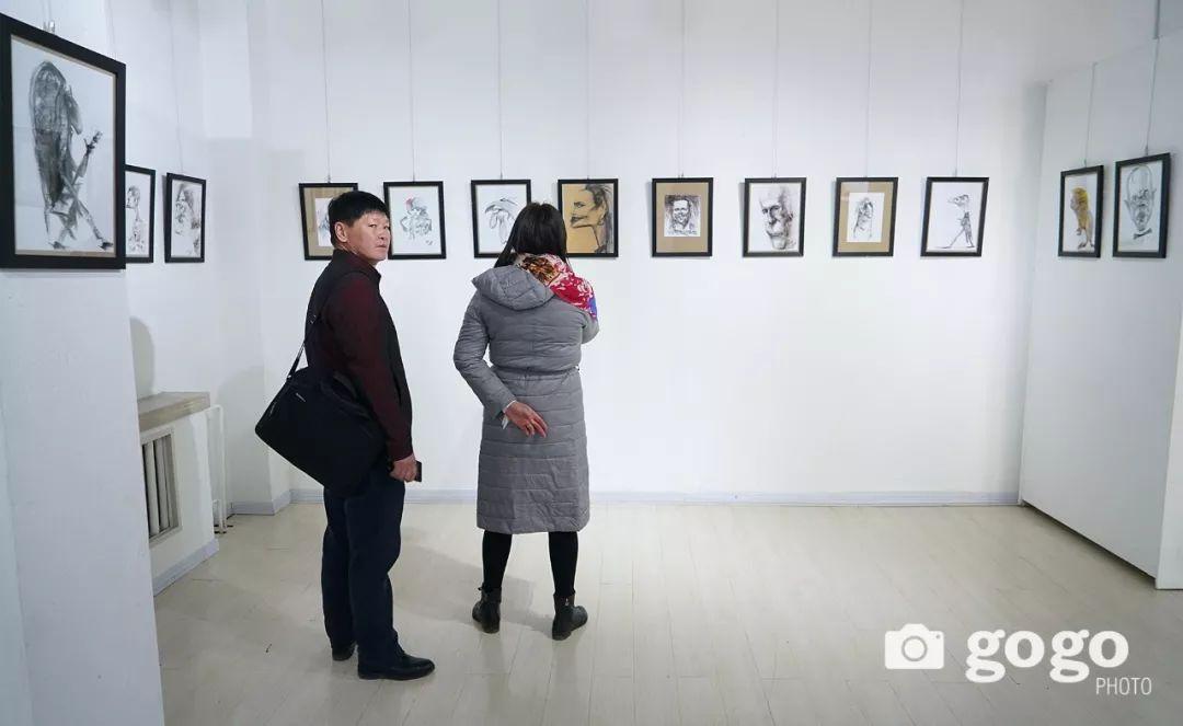 画家N·敖日格勒的这组蒙古名人画像很奇特(图片) 第38张
