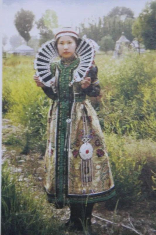 巴尔虎蒙古人的服饰 蒙古文化