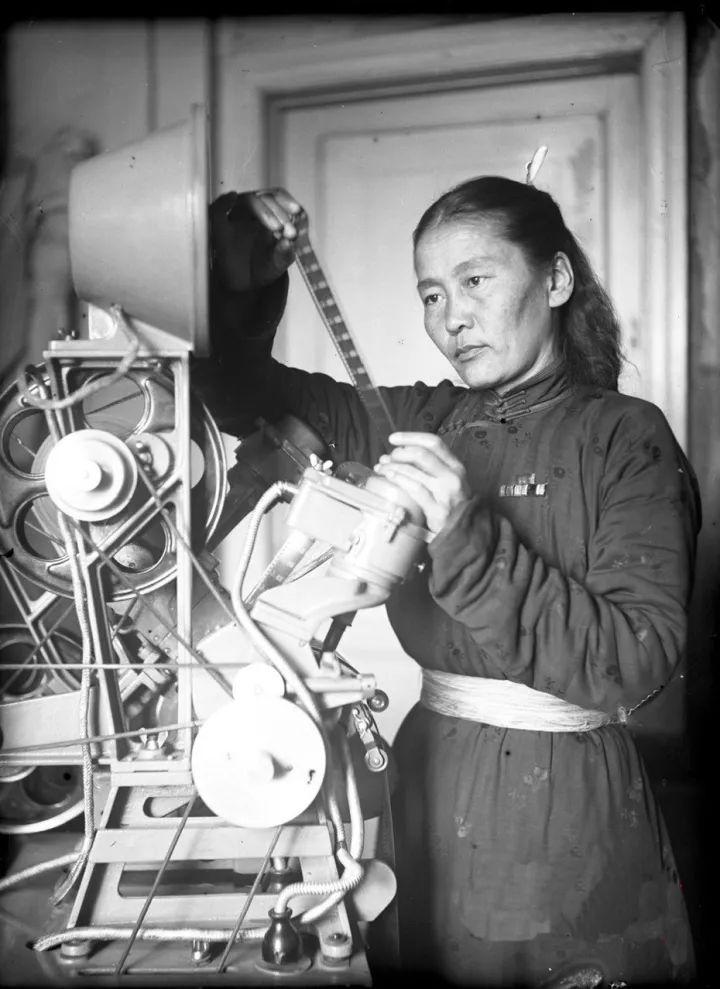 50年代蒙古国人民的文化生活老照片,他们的生活原来是这样的 第3张 50年代蒙古国人民的文化生活老照片,他们的生活原来是这样的 蒙古文化