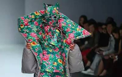 【时尚先锋】惊艳戛纳的花袄出自他手  蒙古族设计师胡社光 第4张