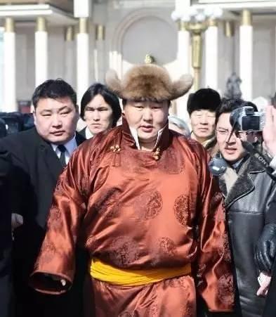 这位蒙古人,他是马云、赵薇的偶像,还和普京、施瓦辛格合过影! 第3张